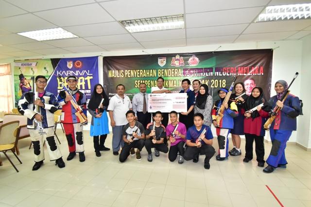 """Majlis Serahan """"Mock Check"""" Sumbangan Jabatan Angkat Bagi Keperluan Pasukan Menembak Negeri Melaka Ke Sukan Malaysia [SUKMA] XIX, Perak 2018"""