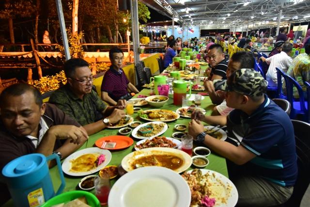 Majlis Makan Malam Lembaga Air Kuching (LAK) Bersama SAMB