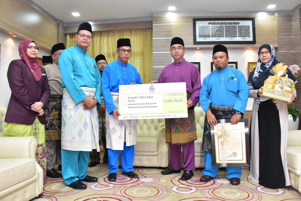 Majlis Penyerahan Sumbangan SAMB, Mokcek Zakat Ke SUK Melaka.